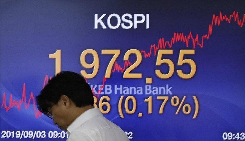Global stocks lower after US-China trade jitters resurface