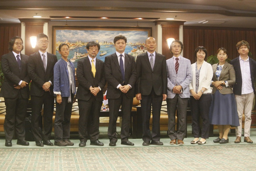 Kaohsiung Mayor Han Kuo-yu meets with Japanese scholars on Sept. 6 (Source: CNA)