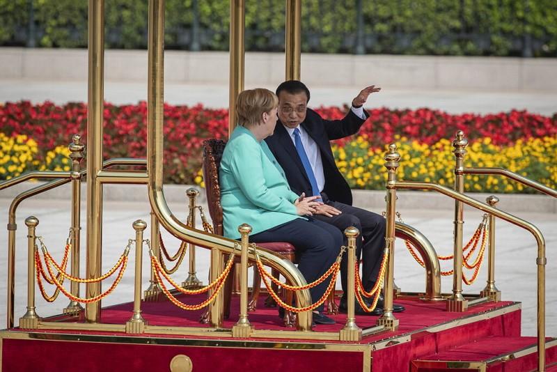 德國總理梅克爾(前)與中國國務院總理李克強(AP)
