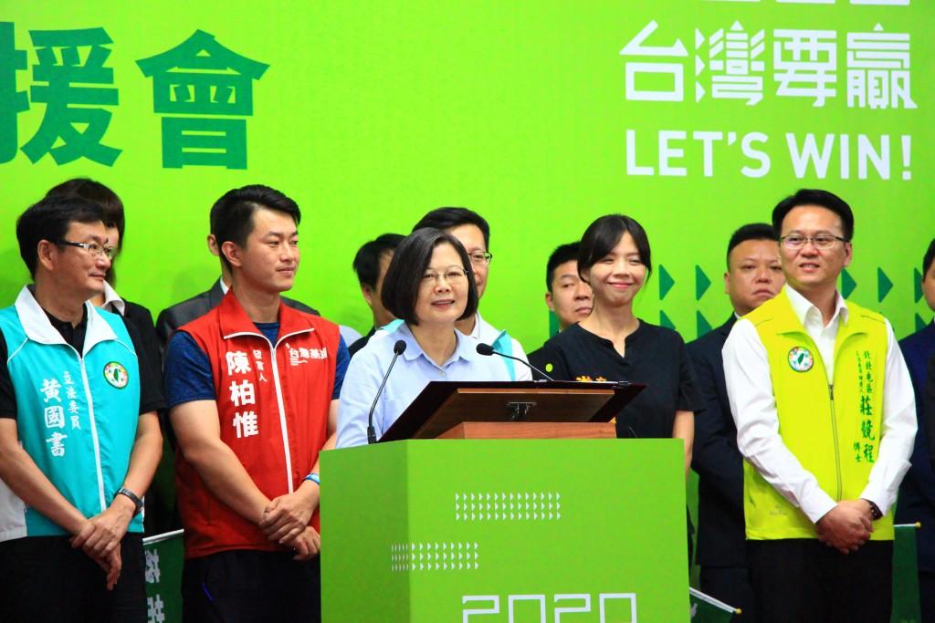 總統蔡英文7日赴台中出席競選連任的全國青商後援會成立大會(照片來源:中央社提供)