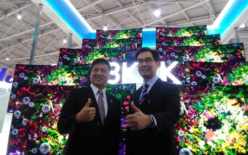 左起為友達董事長彭双浪、原任總經理蔡國新。 (中央社檔案照片)