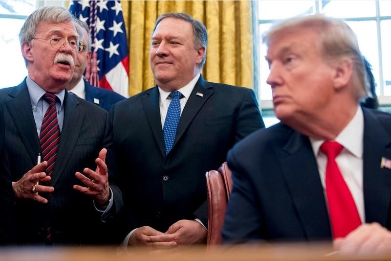 波頓(左)友台立場鮮明。右為川普總統, 左2為國務卿蓬佩奧。 (美聯社資料照片)