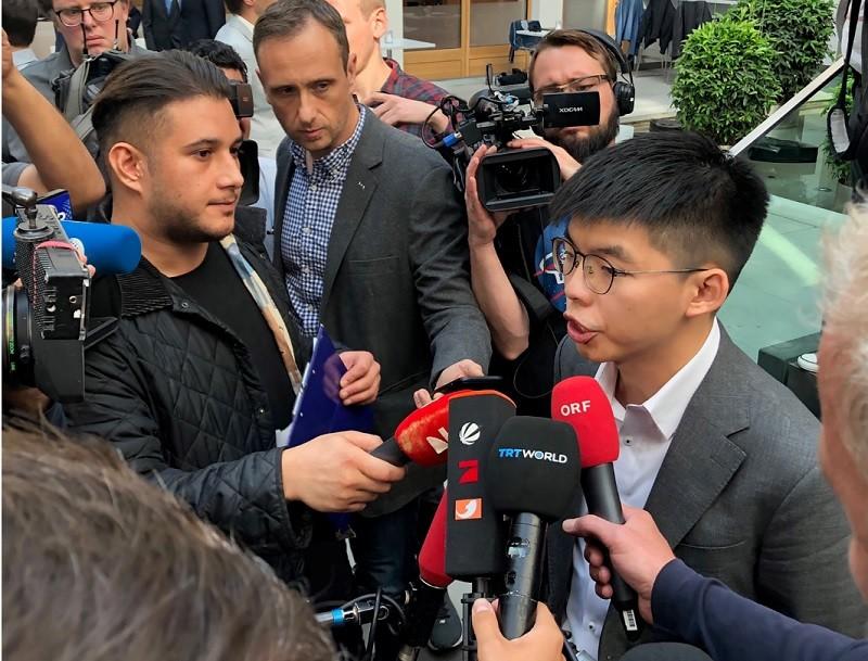 香港民主派領袖黃之鋒訪問柏林,受到各國媒體高度關注。中央社