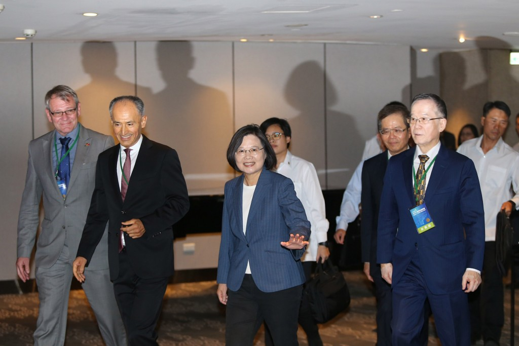 President Tsai Ing-wen (center) at a sustainable summit Thursday September 12.