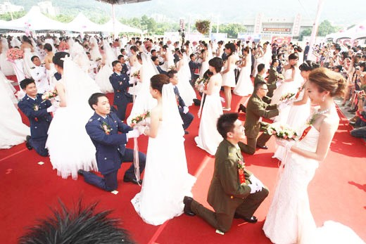 3 same-sex couples to join in Taiwan's mass military weddings