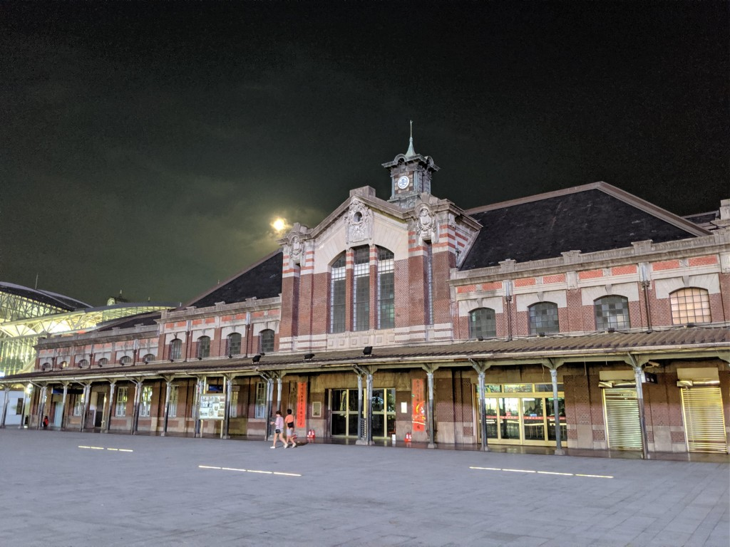 Taichung Station. (Photo by Daniel Arreola)