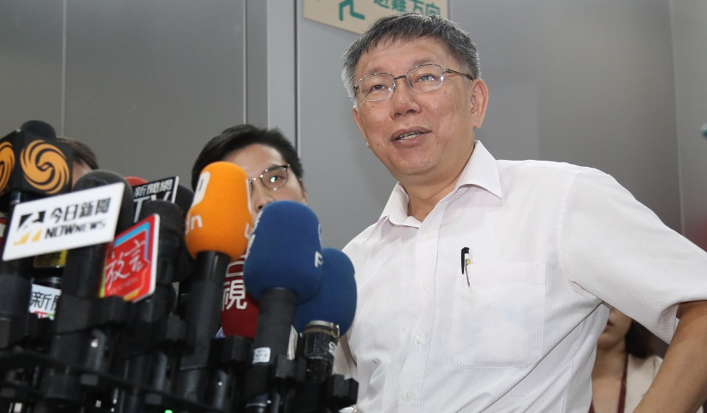 Taipei City Mayor Ko Wen-je commenting on Foxconn founder Terry Gou's decision not to run for president.