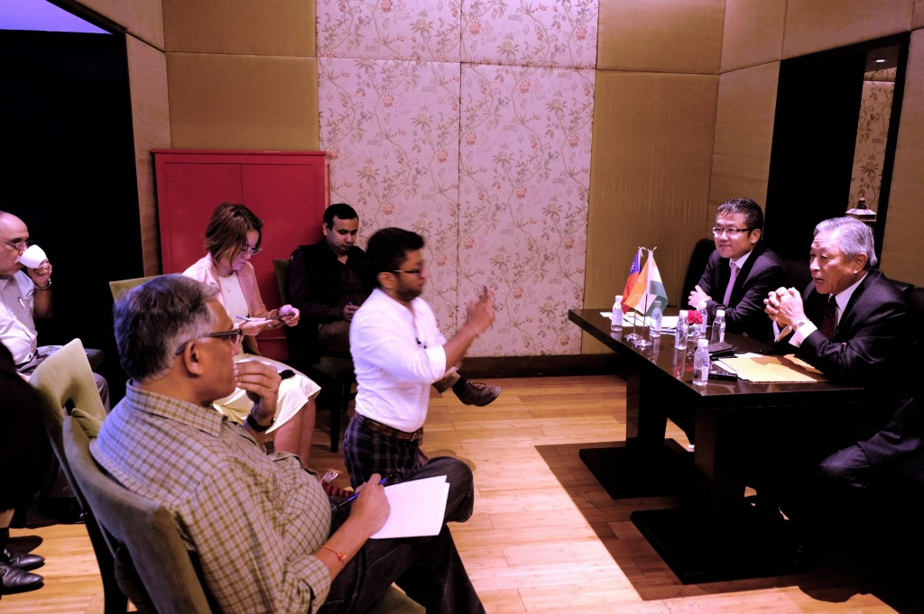 TAITRA Vice Chairman Liu Shih-chung (second from right) and Taiwan representative in India Tien Chung-kwang (first right).