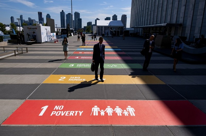 People walk along a plaza at United Nations Headquarters Saturday, Sept. 21, 2019. (AP photo)