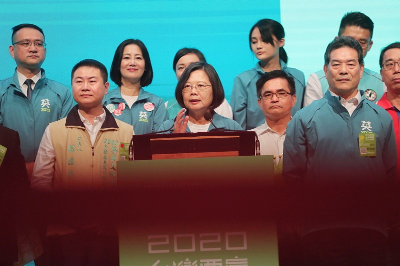 President Tsai Ing-wen (middle)(CNA photo)