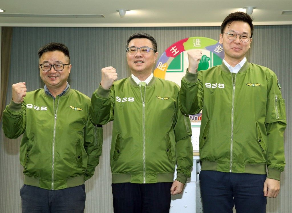 DPP Secretary General Luo Wen-jia (from left to right), Chairman Cho Jung-tai and Deputy Secretary General Lin Fei-fan.