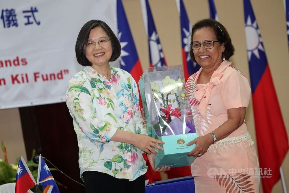 President Tsai Ing-wen and President of the Marshall Islands Hilda Heine (Right) (Source: CNA/ File photo)