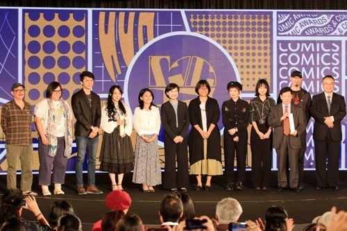 Culture Minister Cheng Li-chiun (鄭麗君, sixth left) and Deputy Minister of Culture Hsiao Tsung-huang (蕭宗煌, right) with award recipients / Photo courtesy...
