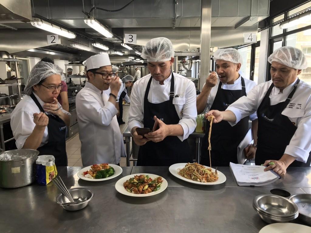 泰國航空14名空廚廚師前往台北市開平餐飲學校學習 (圖/ 翻攝自 開平餐飲學校網站)