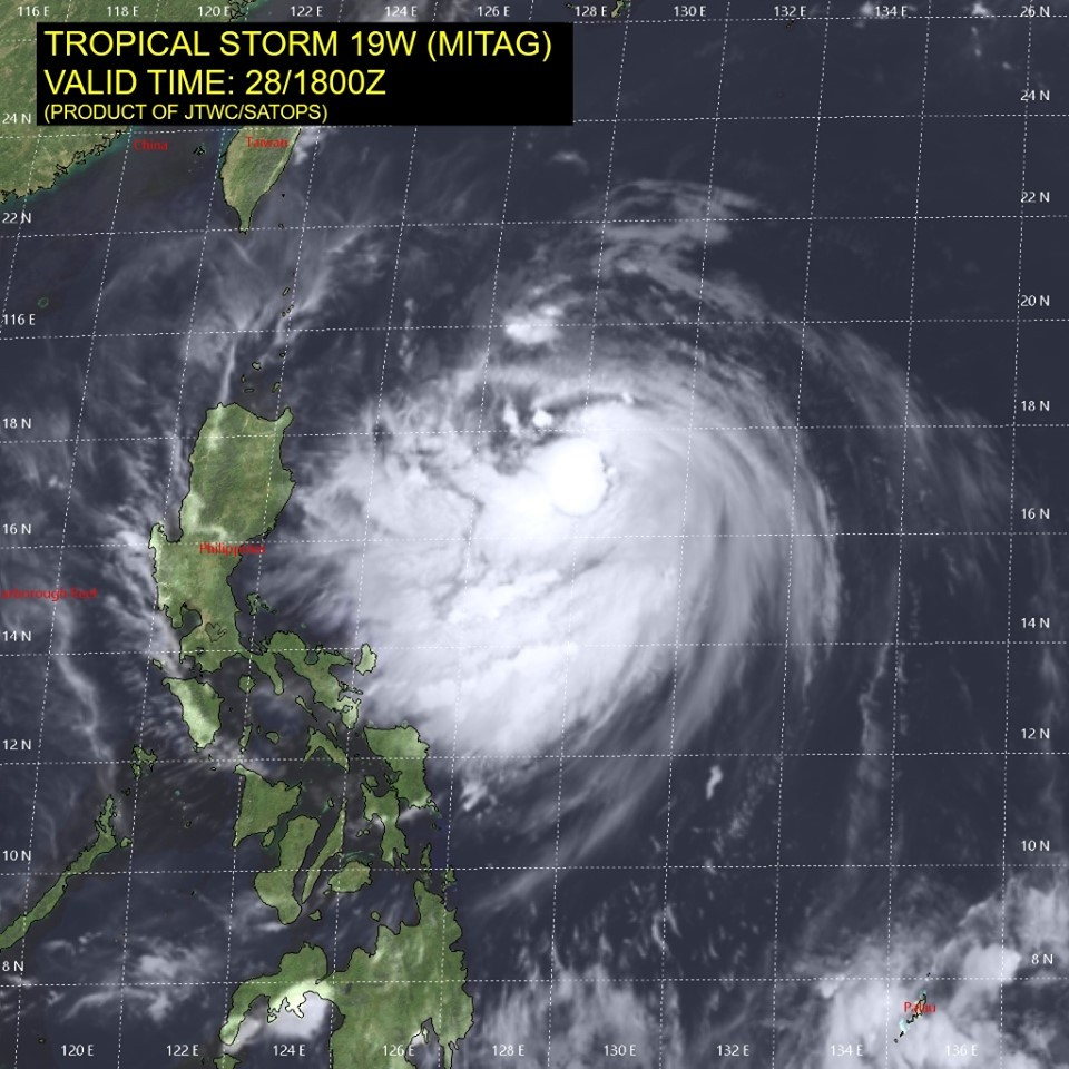 Typhoon bearing down on northern Taiwan