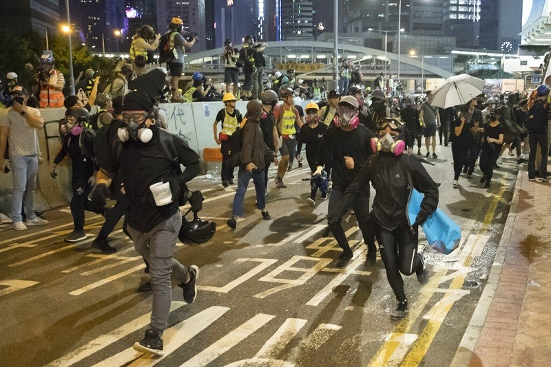 圖為28日香港愛丁堡廣場示威情形 (美聯社)
