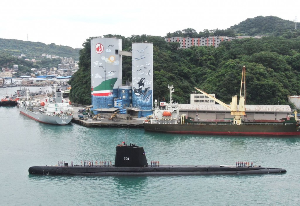 Sea Lion submarine in Keelung Harbor (Taiwan Navy photo)
