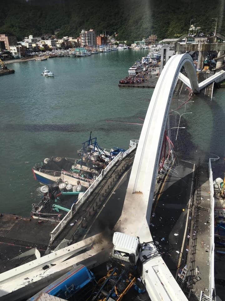 Update: Bridge collapses in NE Taiwan, 6 dead, 12 injured