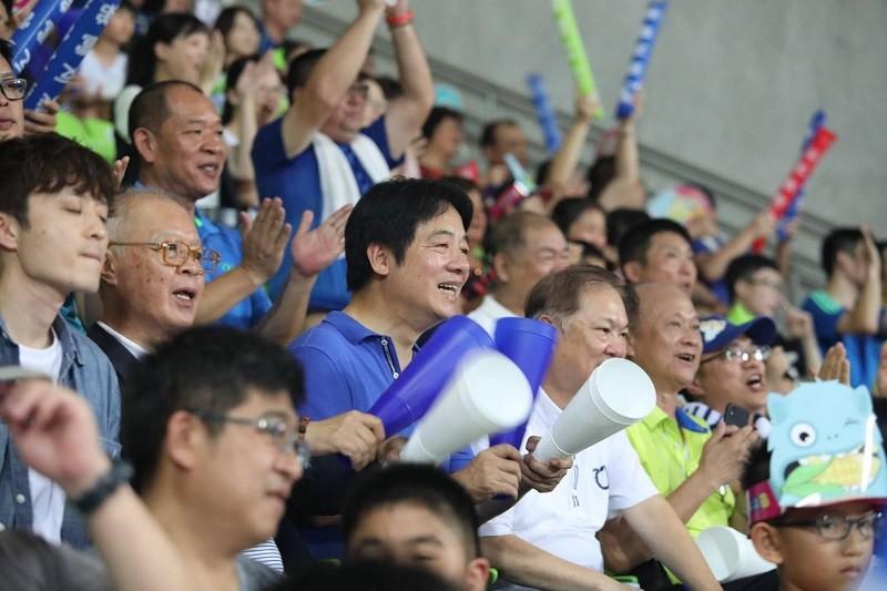 圖為賴清德今年8月, 在台南觀賞中華隊打U12世界盃棒球錦標賽情形 (翻攝官方臉書)