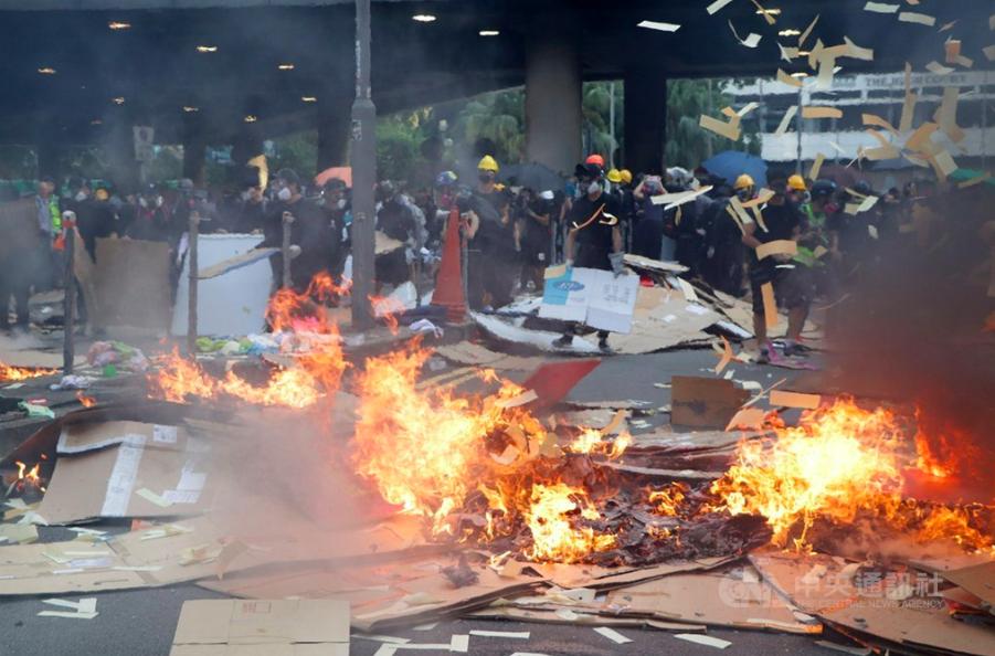 香港反送中示威爆發多起嚴重衝突(圖/中央社)