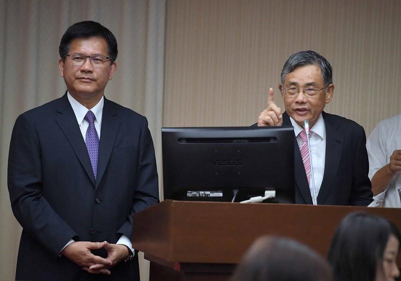 交通部長林佳龍(左), 已經同意台灣港務公司董事長吳宗榮(右)口頭請辭。中央社