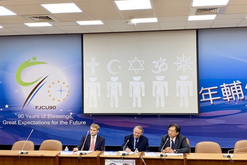 Mr. Luke de Pulford and Lord Alton of Liverpool gave presentation on religious persecution at Fu Jen University. (by Taiwan News)