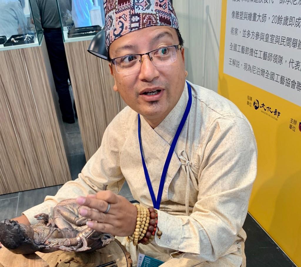 尼泊爾粧佛工藝大師羅賓卓‧釋迦應2019亞太傳統藝術節之邀來台