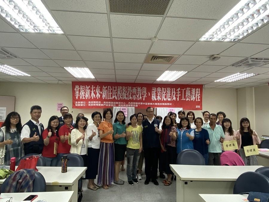 移民署鐘副署長特別到場與新住民朋友分享台灣選舉制度(照片來源:移民署南投服務站)