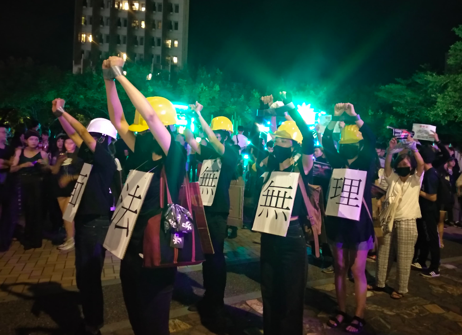 A groupof protesters against the mask ban law in Hongkong showed up in the Nuit Blanche Taipei. (Lyla Liu photo)