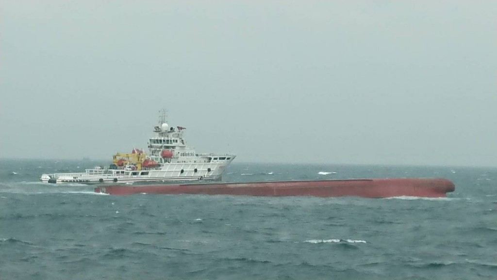 The overturned vessel Tung Hong (Photo from Taiwan Coast Guard)
