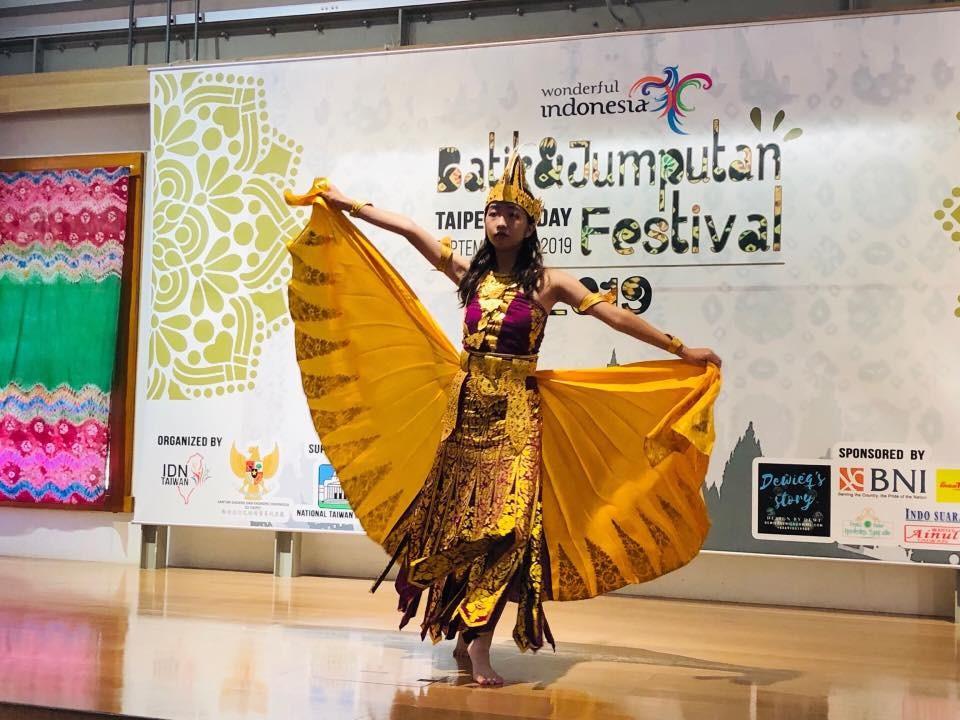 「2019印尼蠟染藝術節」除了蠟染(Batik)主題外,更加入了Jumputan這項傳統染布技術的推廣。(照片來源:新住民全球新聞網)