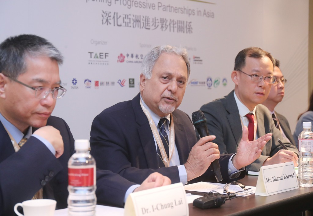 Indian national security expert Bharat Karnad (second from left) speaking in Taipei Tuesday October 8.