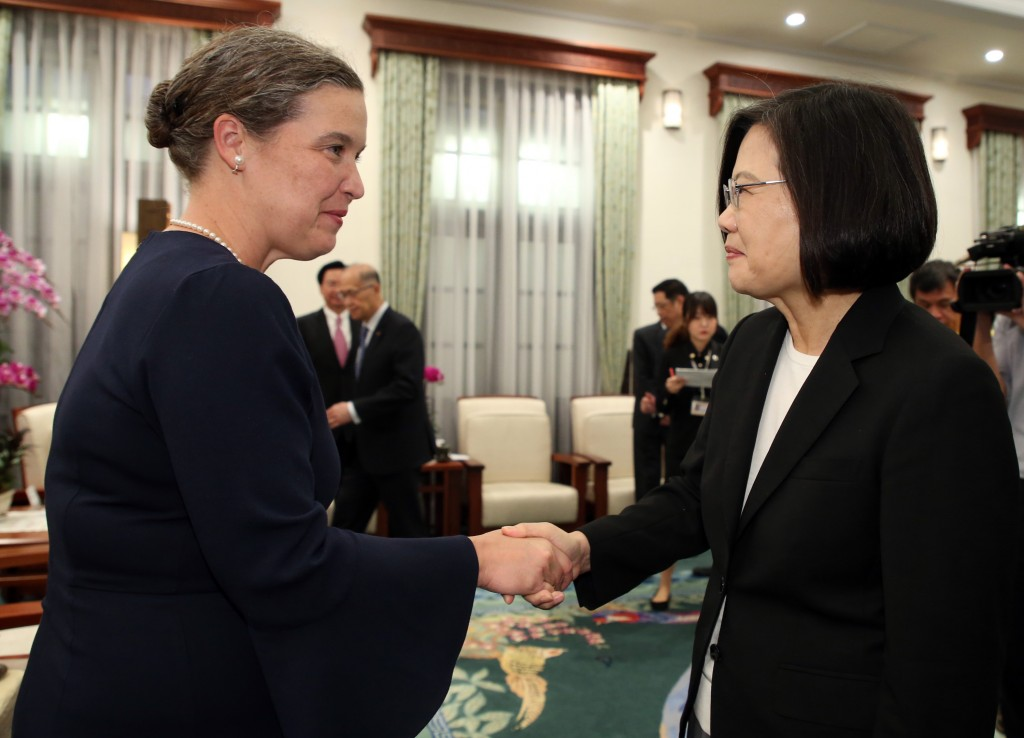 Deputy Assistant Secretary of State Sandra Oudkirk (left) visiting President Tsai Ing-wen Wednesday October 9.