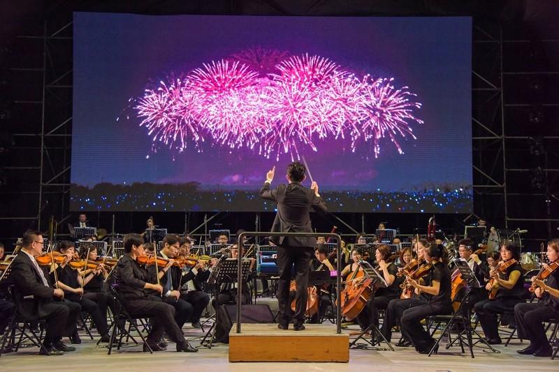 國慶焰火搭配國立台灣交響樂團現場演奏! (潘孟安臉書)