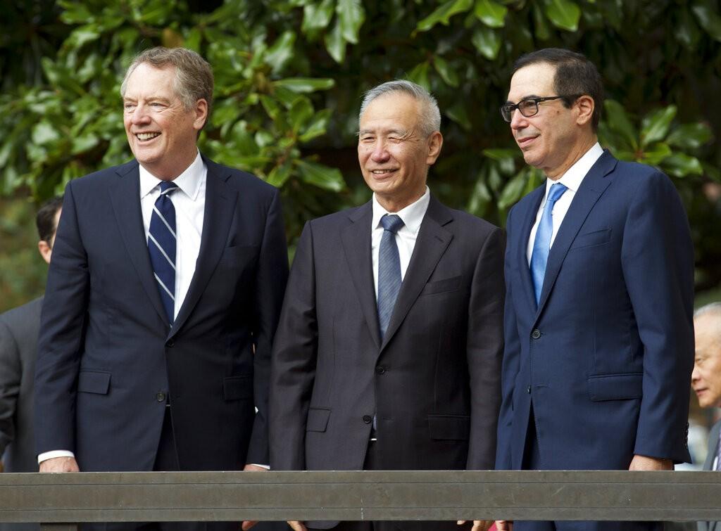 (L-R) U.S. Trade Representative Robert Lighthizer, Chinese Vice. and Treasury Secretary Steven Mnuchin (Source: AP)