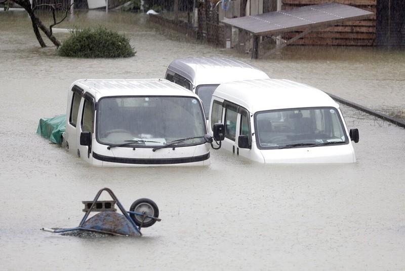 日本中部伊勢市12日因哈吉貝颱風來襲, 淹水情形 (美聯社)