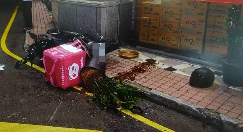 Scene of Foodpanda crash. (Taoyuan Police Department photo)