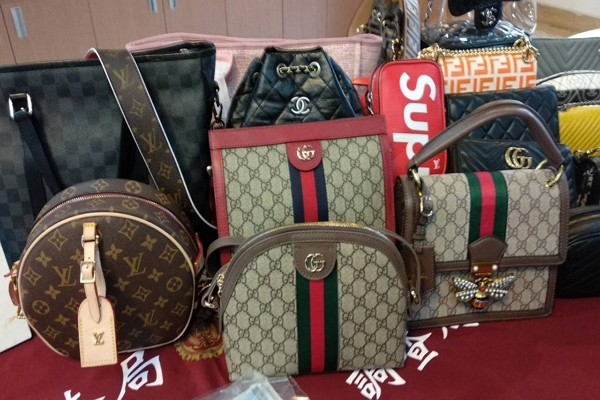 Bags seized from suspects in scam case (Taichung Prosecutors Office)