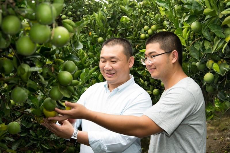 大苑子認為「農業不是一代人的事」,與超過1600位果農合作,並長年與其溝通產銷履歷、安全用藥、栽種管理等。