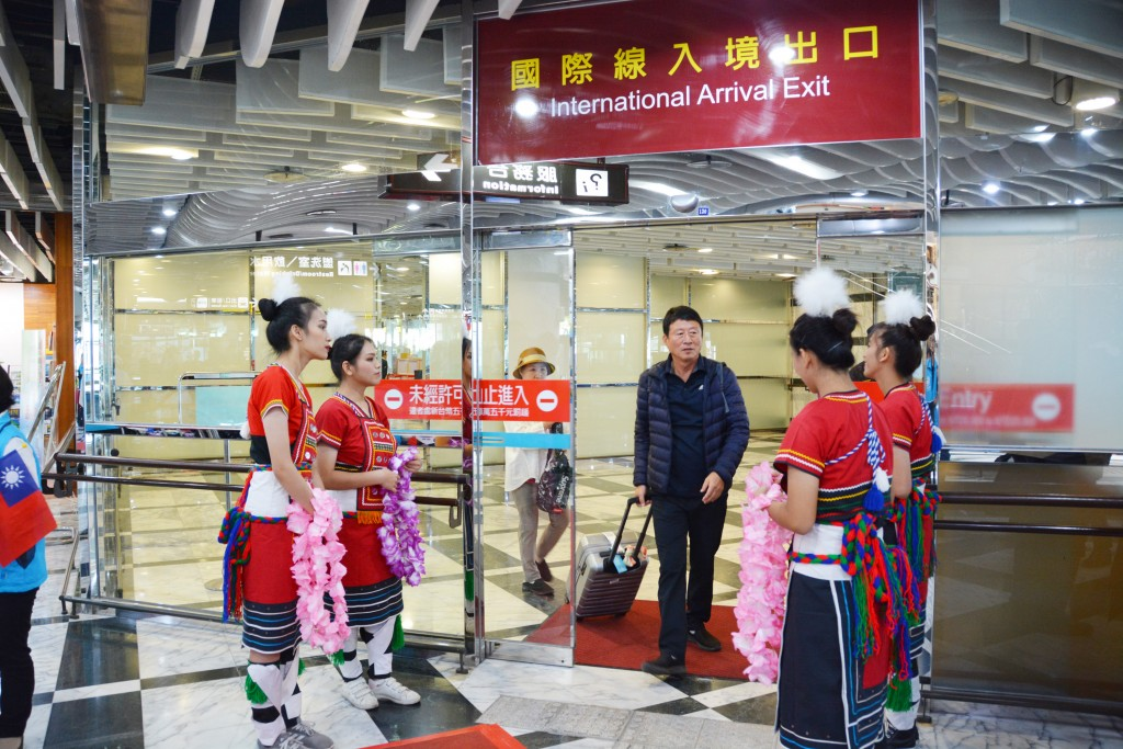 South Koreans arrived in Hualien on a flight from Ulsan Thursday morning.
