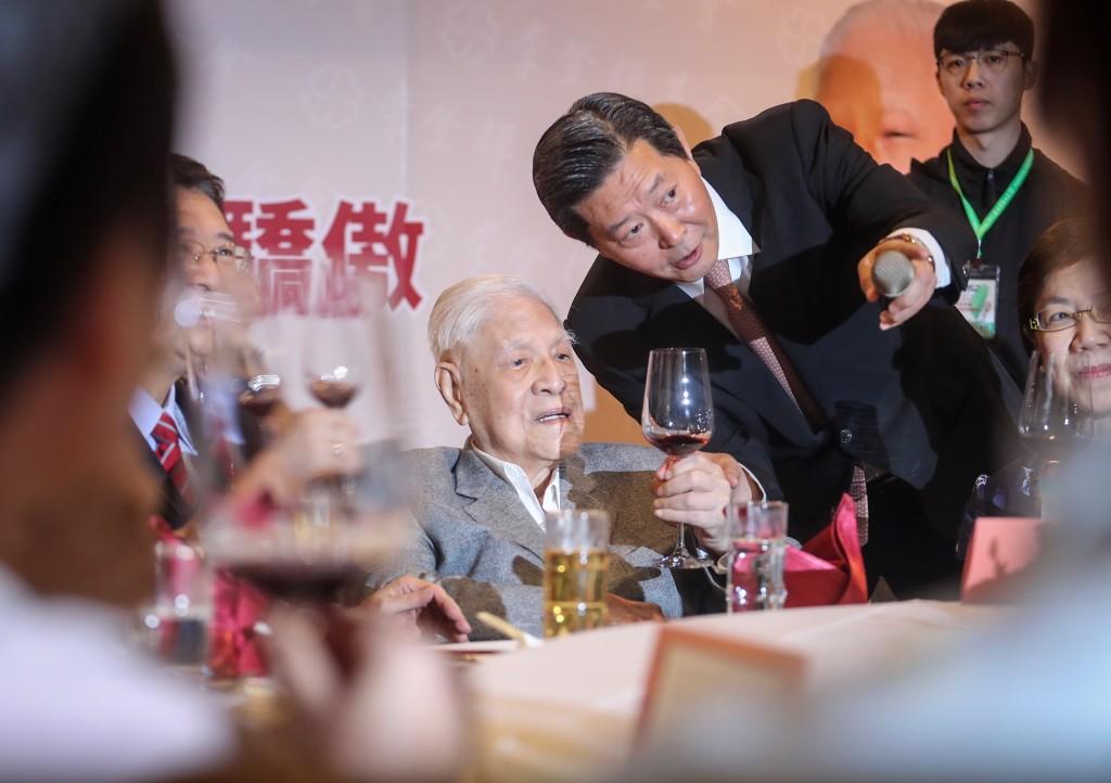 前總統李登輝19日晚間出席李登輝基金會募款餐會(照片來源:中央社提供)