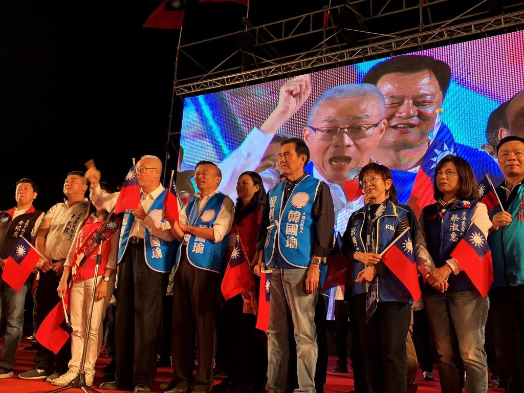 KMT members join Han at Tainan rally. (CNA photo)