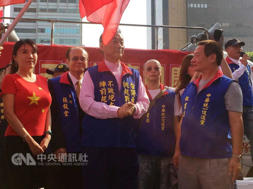 CUPP Chairman Chang An-lo (center) with party members. (CNA photo)