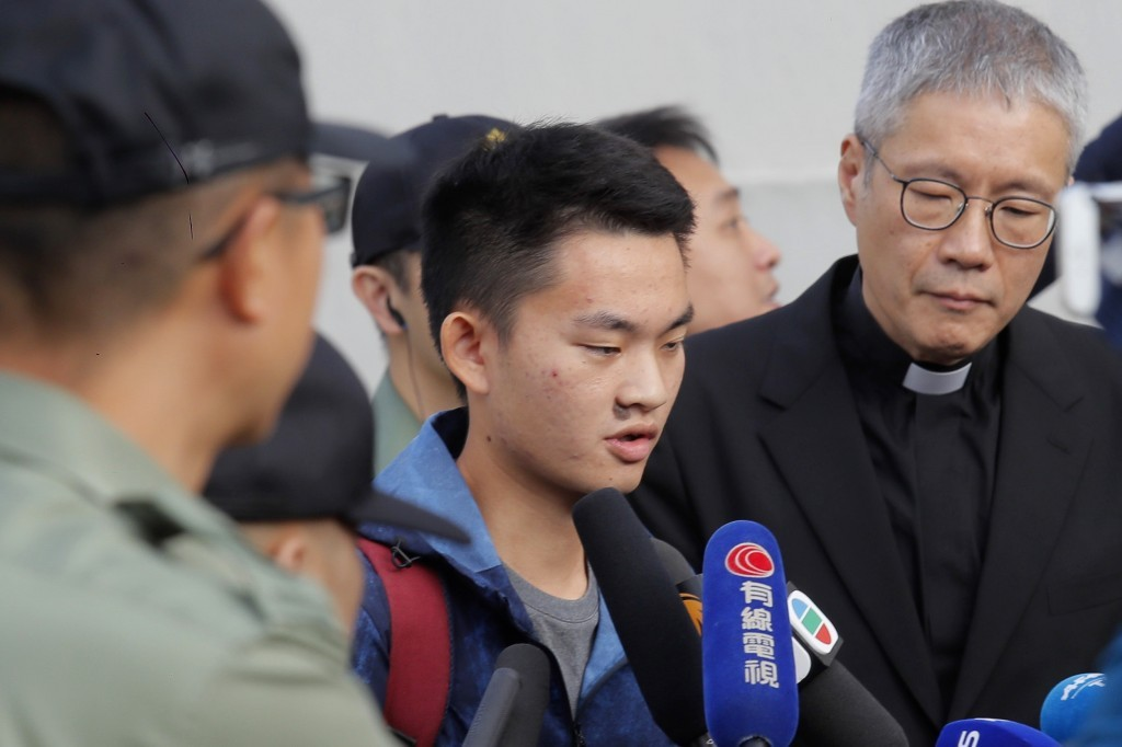 Chan Tong-Kai (center) upon release from prison with Reverand Koon. (AP photo)