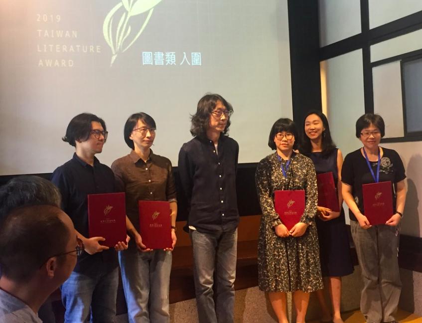 台灣文學獎名單揭曉!張貴興「野豬渡河」生猛奪冠