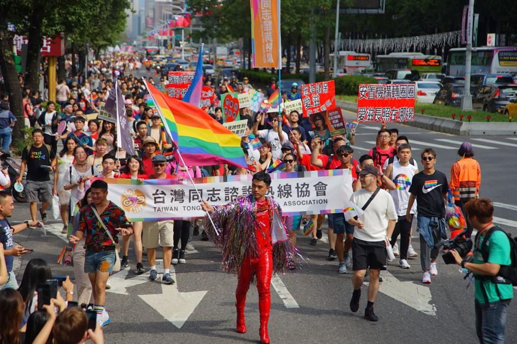 第17屆台灣同志遊行26日圓滿結束,主辦單位估計參與人數突破20萬(照片來源:中央社提供)