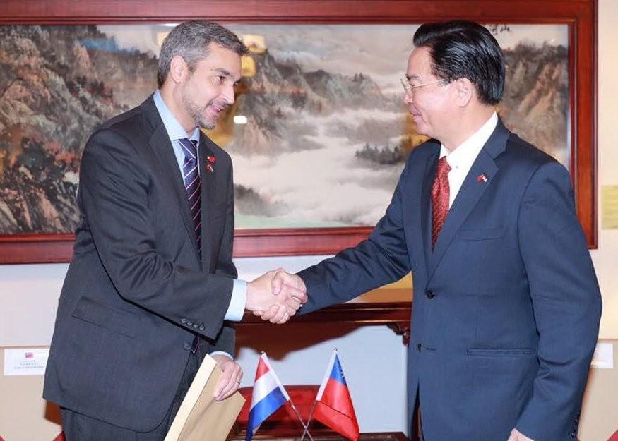 Paraguayan Pres. Benítez, Foreign Minister Wu (MOFA Twitter screen capture)