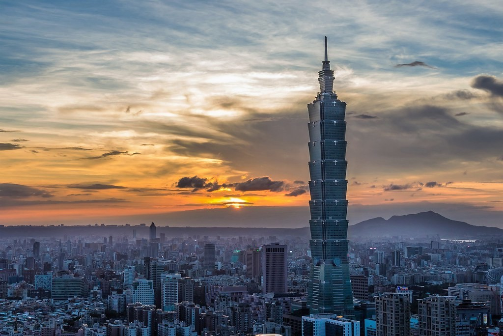 Taipei 101 at sunset (Photo by flickr user tsaiian)