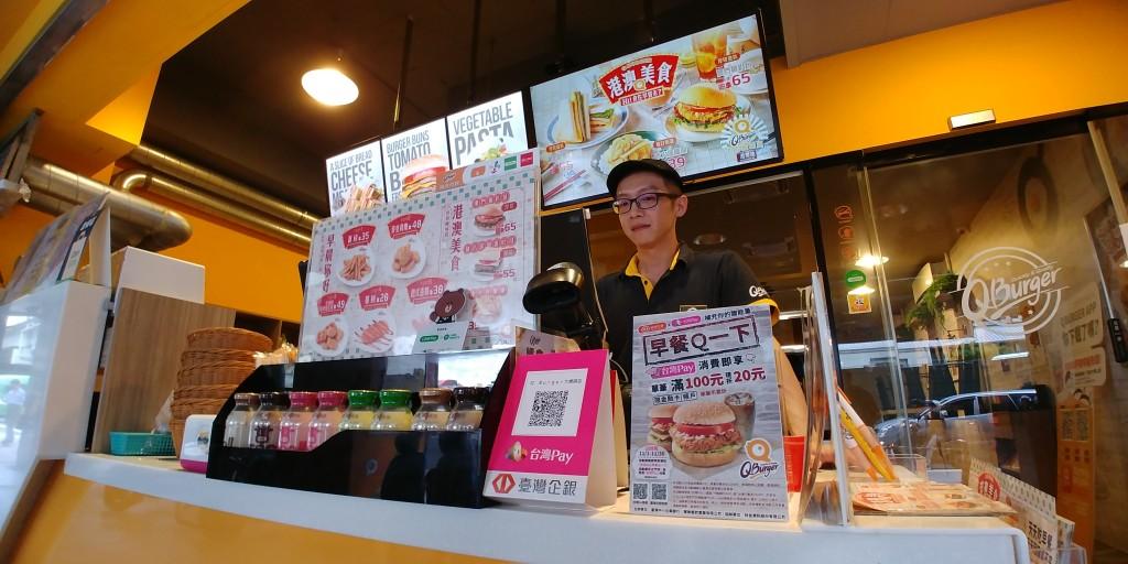 台灣企銀與Q Burger攜手合作導入台灣Pay。(照片由台灣企銀提供)