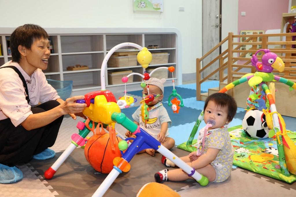 新莊裕民公共托育中心在幼兒教育上,也會依照特殊兒童的需求訂製不同的課程。(圖/唐氏症基金會)